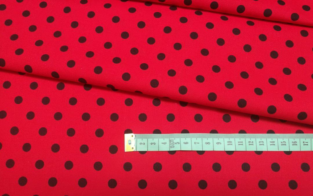 Bawełna wzór czarne kropki 7 mm na czerwonym