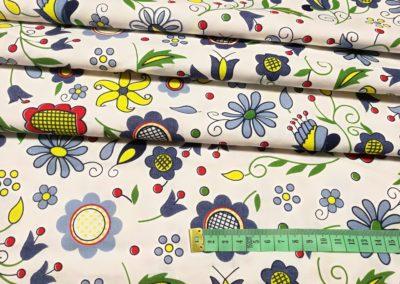 Bawełna wzór kaszubskie kwiaty na białym