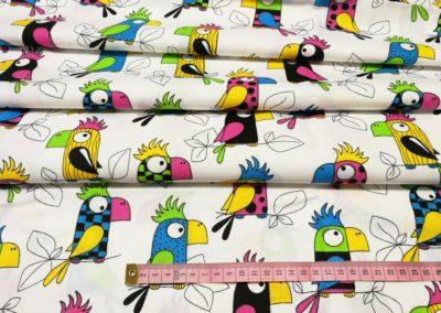 Bawełna wzór kolorowe papugi na białym