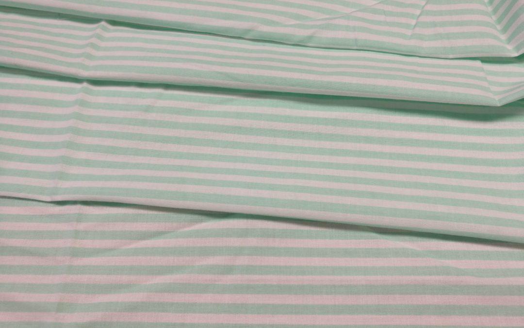 Bawełna wzór miętowe pasy 5 mm na białym